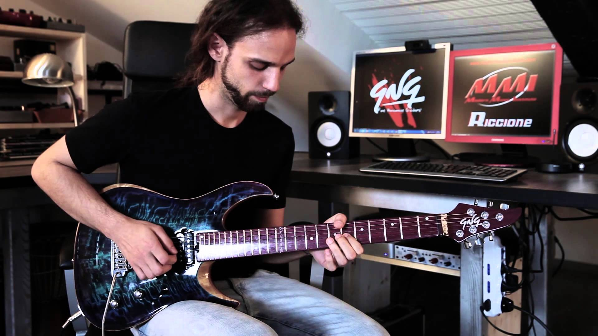 Claudio Pietronik dan Gitar GNG