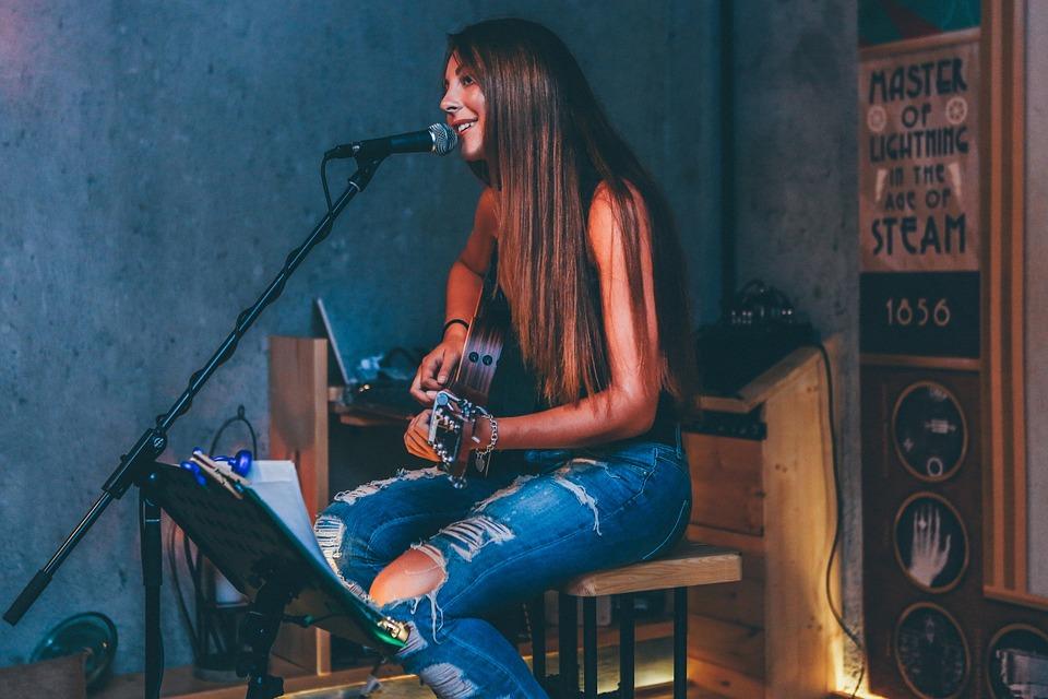 Sebuah Bar di Inggris Tolak Vokalis Wanita